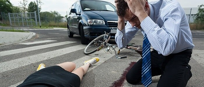 Los ciclistas en un paso de peatones, ¿son peatones o vehículos?