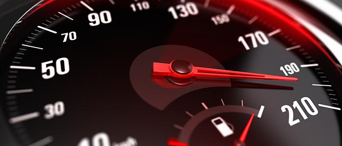 ¿Cómo influye el exceso de velocidad en los accidentes de tráfico?