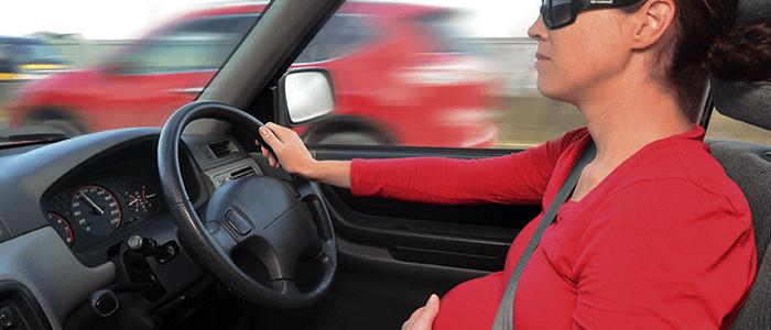 Cómo conducir embarazada de manera segura