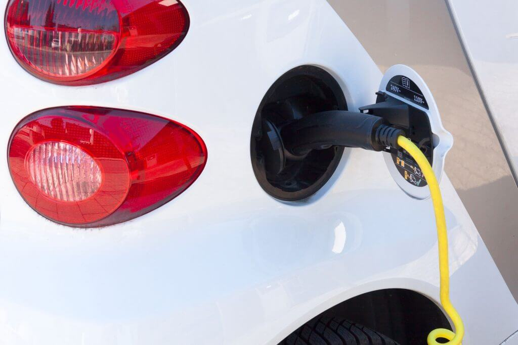 Diferencia a la hora de conducir un coche eléctrico con respecto a uno de combustión