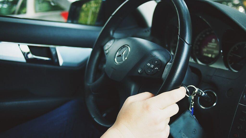 ¿Hace la experiencia al volante la conducción más segura?