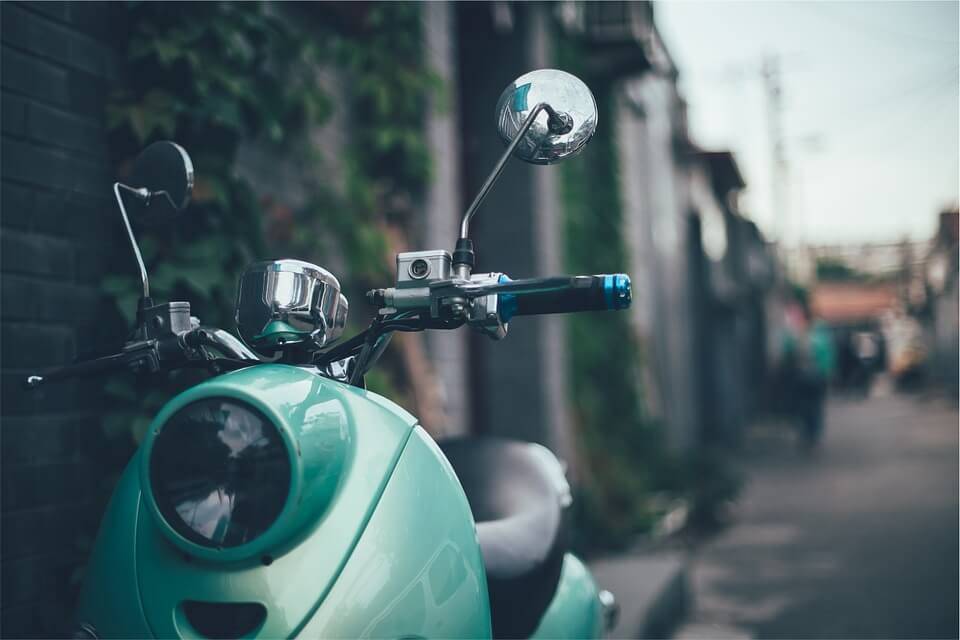 Cómo conducir un ciclomotor: consejos útiles
