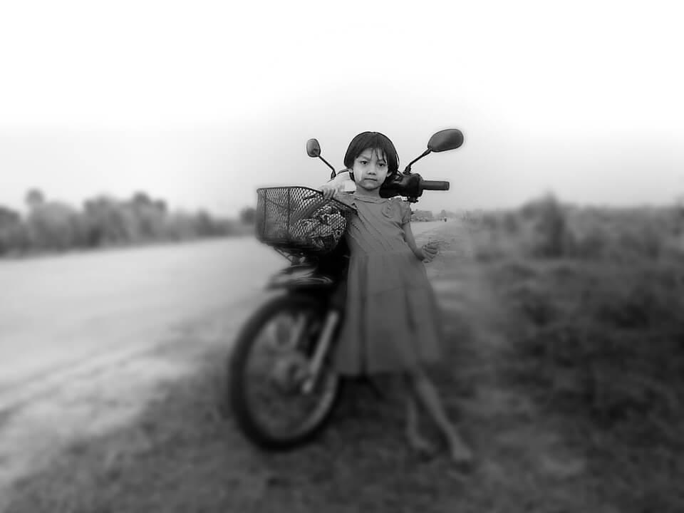 Cómo llevar a los niños en moto