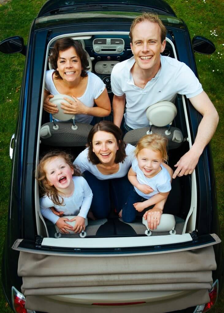 Entretener a los niños en el coche durante un viaje largo