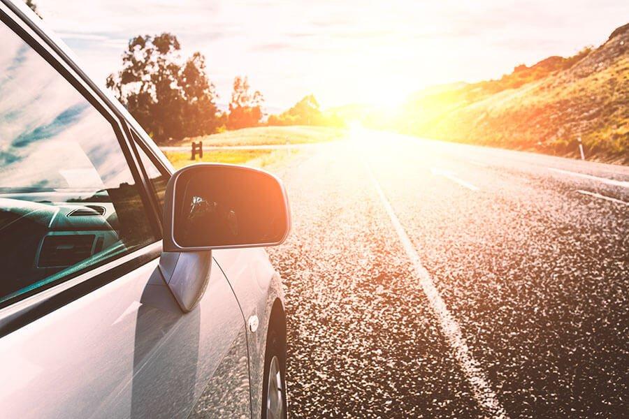 Conducir con el sol de cara