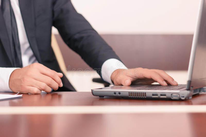 Trabajar con un perito online: cómo hacerlo y sus ventajas