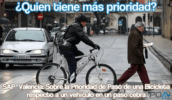 SAP Valencia: En un paso de peatones, una bicicleta no tiene igual prioridad que un peatón, frente a un vehículo