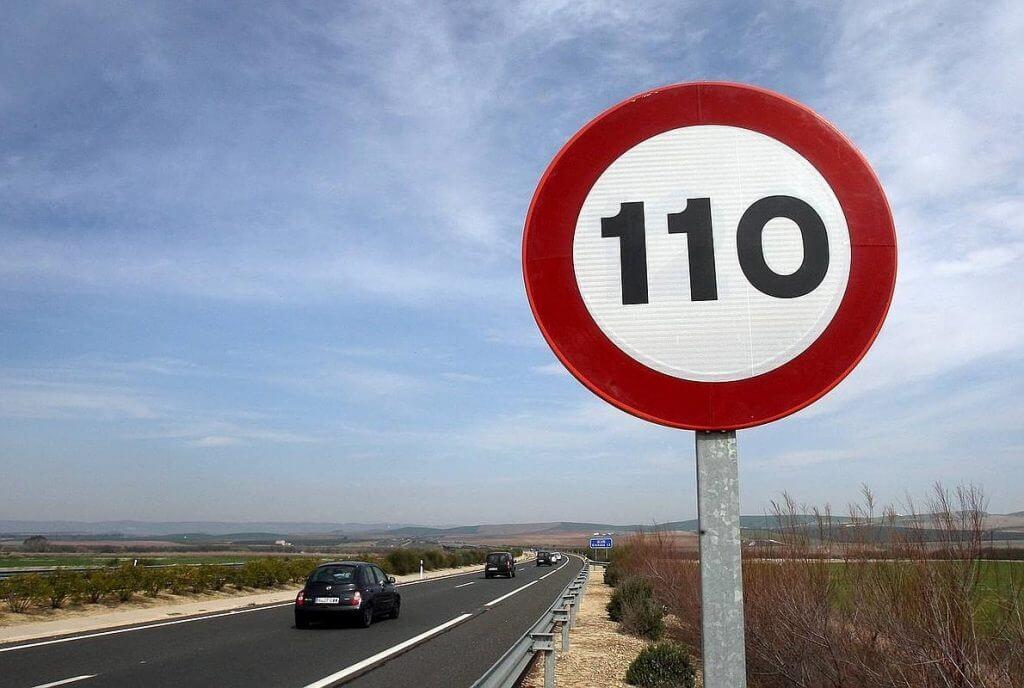 Posible reducción del límite de velocidad en carretera en España en carretera en España