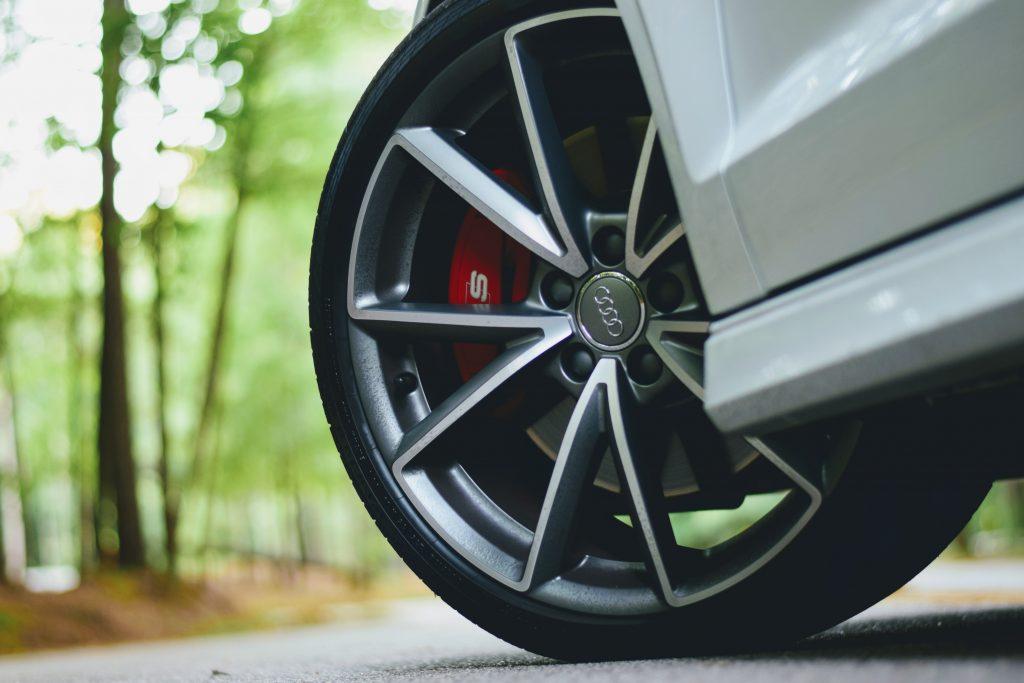¿Cuándo cambiar los neumáticos de tu coche?